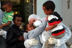 Immigrazione: arrivata nave con 294 profughi a Taranto