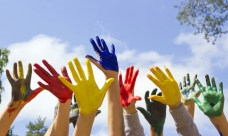 mani-colorate-al-cielo